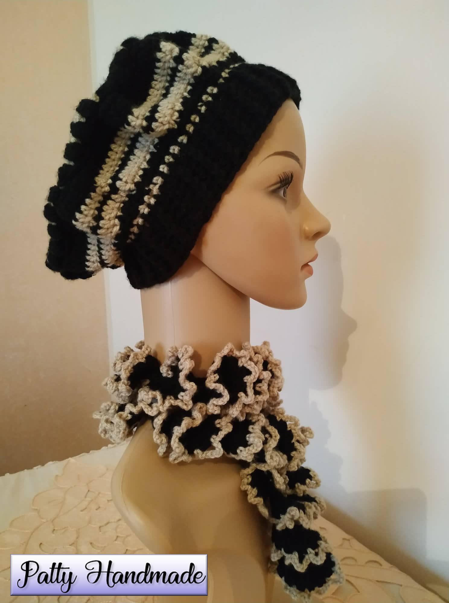 Basco e sciarpetta a spirale donna all'uncinetto, in nero e beige.