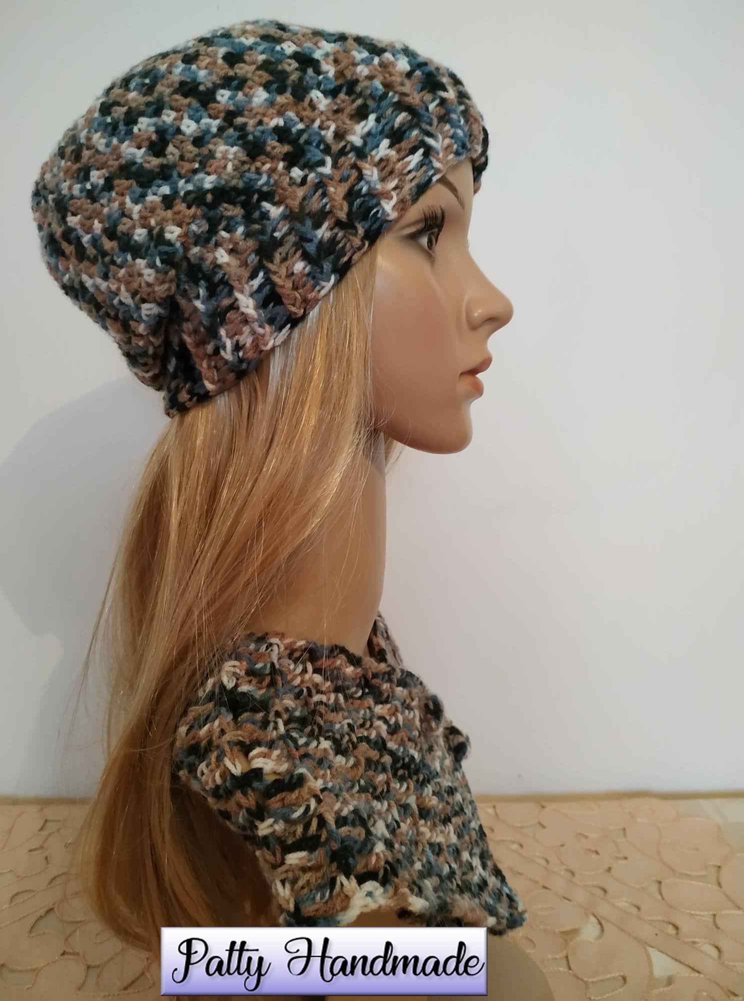 Cappello e scaldacollo donna multicolor realizzati ad uncinetto