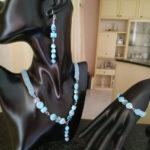 Set collana, bracciale e orecchini ad uncinetto con perline di vetro