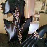 Set collana, bracciale e orecchini realizzati ad uncinetto