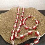 Set di gioiello tessile costituito da collana e bracciale realizzato ad uncinetto