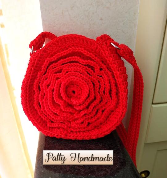 """Borsetta rotonda """"fiore"""" realizzata ad uncinetto in colore rosso"""