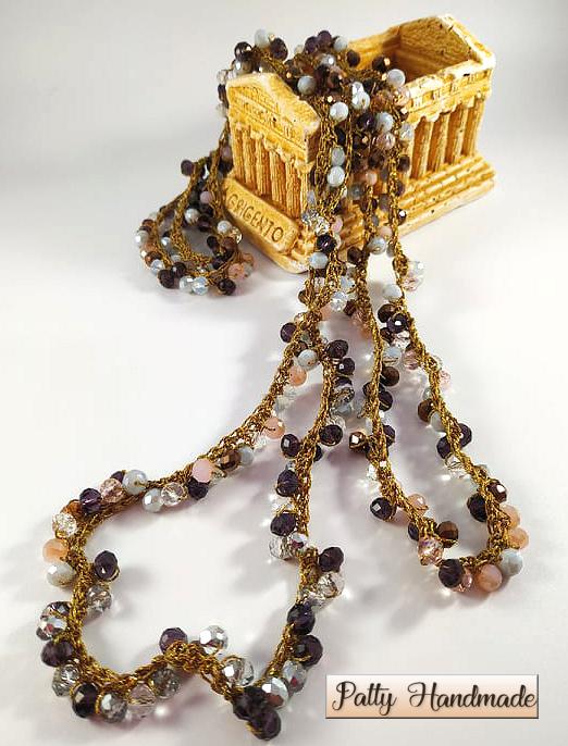 Collana lunga torchon realizzata ad uncinetto con mezzi cristalli